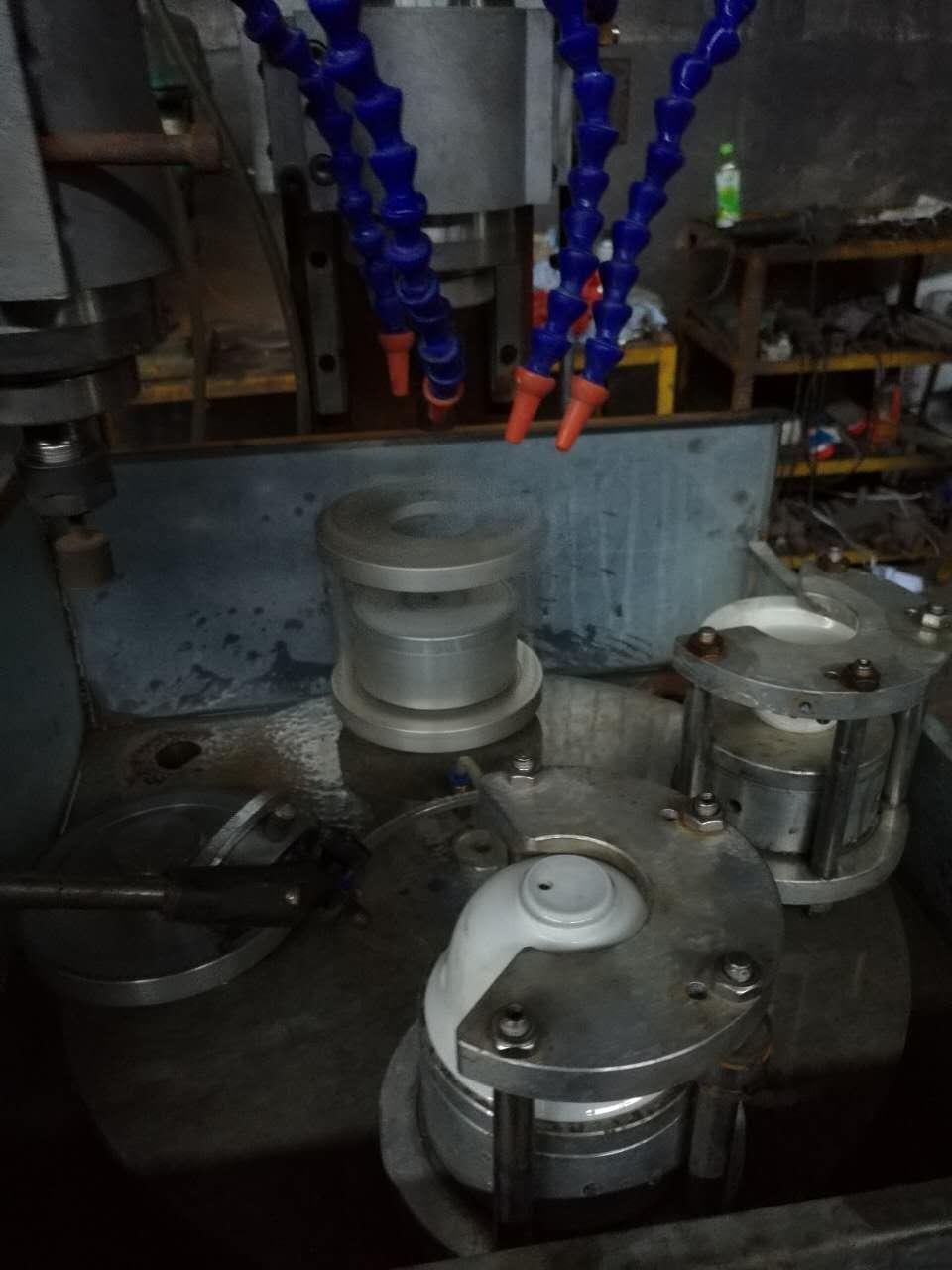 机械设计与制造 电气交流版块高速磨头磨削底部大家好,我做了一台小机器,用来磨陶瓷的内孔底部,内孔底部直径30mm,采用凸轮分割器带动转盘旋转,工件由微型电机带动自转