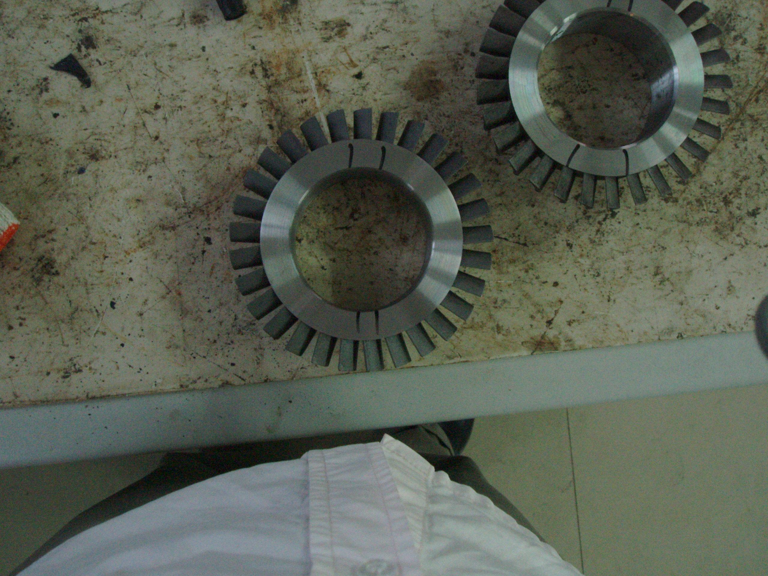 工程材料这种裂纹是如何产生 我们生产了一种铸钢件,材料是一种不